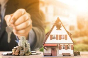Кредиты под залог недвижимости (квартиры или частного дома), как оформить и где взять