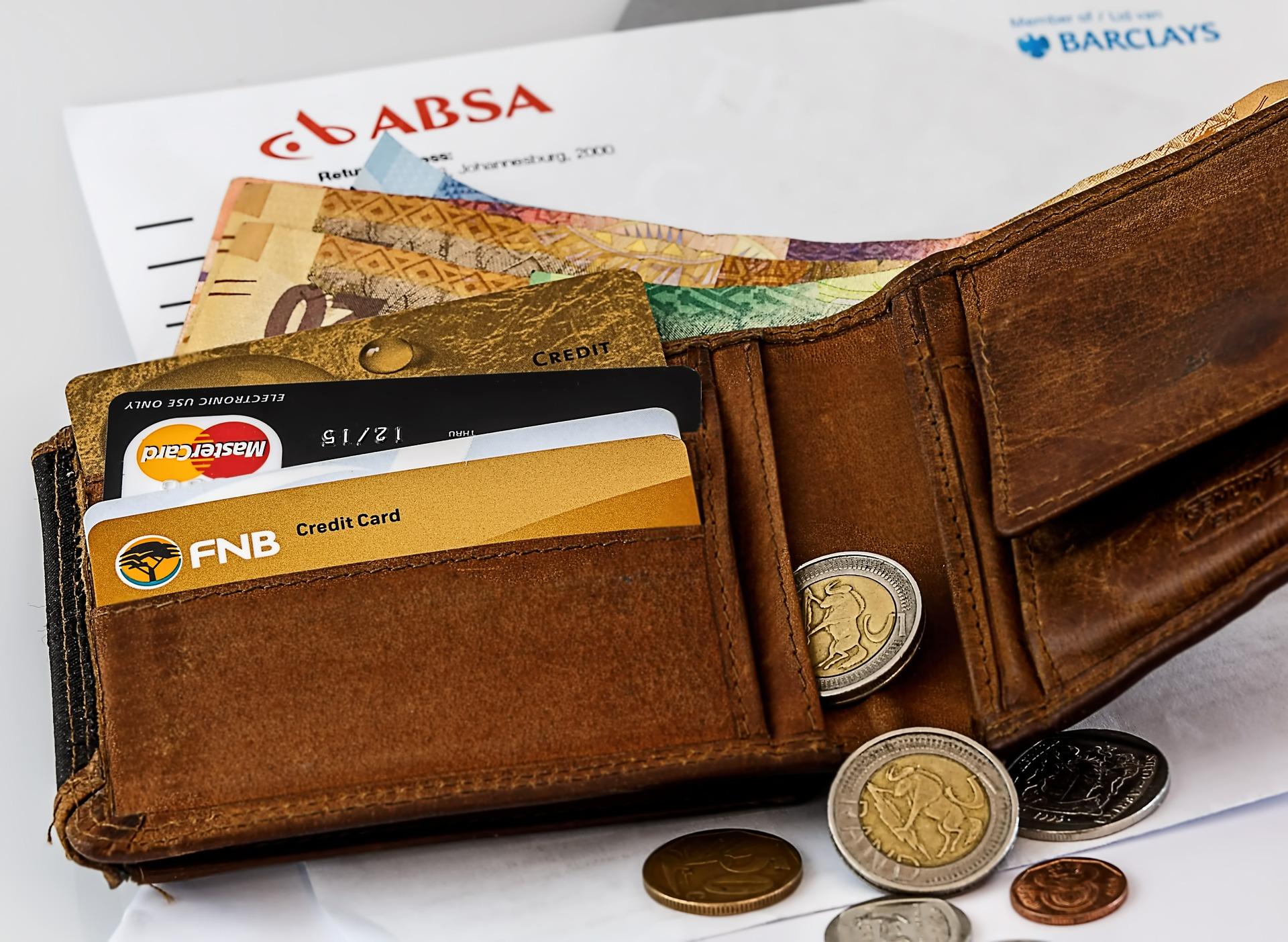 Как снять деньги в банке без платежной карты